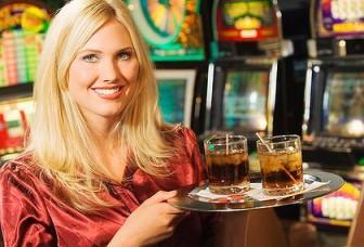 ¿Es la sonrisa de una camarera real o falsa?