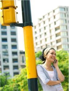 Chica y semáforo, la moto es opcional.